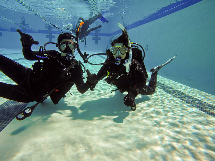 Everything You Need to Know About Getting Dive Certified // localadventurer.com