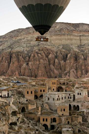 Cappadocia Hot Air Balloons look so magical - an must if you visit Turkey // localadventurer.com