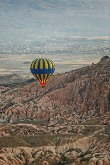 Riding Cappadocia hot air balloons was the highlight of our Turkey trip. See more photos and read about what to expect and tips for your experience here. // localadventurer.com