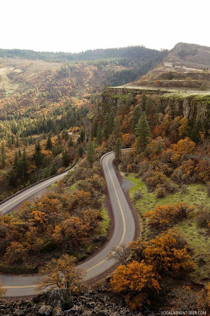 Rowena Crest Viewpoint is one of the best views in Oregon // localadventurer.com
