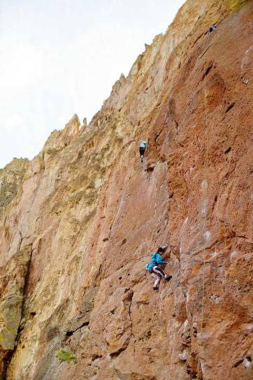 JT's Route Smith Rock Rock Climbing 5.10b - Smith is one of the most popular climbing destinations in Oregon and the US. It has around 2000 climbing routes, but also plenty of activities even if you don't climb // localadventurer.com