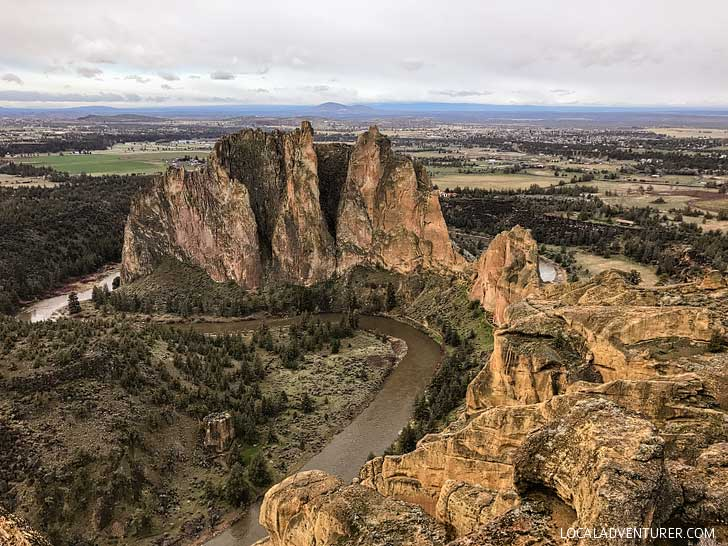 Misery Ridge Trail Loop Smith Rock Oregon - iconic hike in Smith Rock State Park offers scenic views of Crooked River and Monkey Face. Check out detailed info on the hike here // localadventurer.com