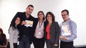 Vanessa Soares (RH), Elton Mischiati (contemplado filial São Paulo 6), Patrícia Finoti (Supervisora RH - DO), Ana Pimentel (Gerente Operacional Sênior) e Fabiano Ferreira (Supervisor filial São Paulo 1)