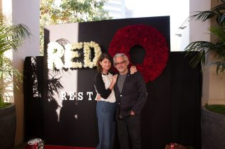 red-o-la-jolla-step-repeat-2