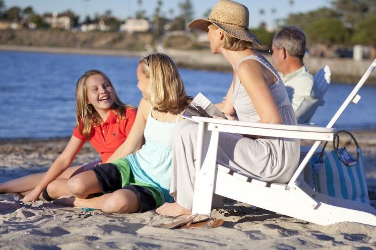 Family_Beach_2_v1s