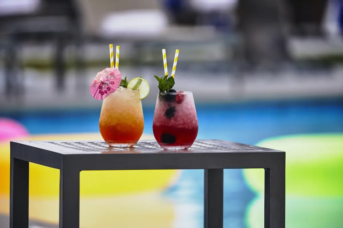 Loews Coronado Bay Resort_pool_cocktails_E0A9286