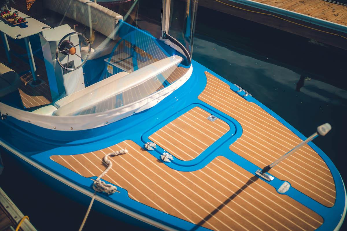 Lido Electric Boat_29_Lido-Marina-Newport-beach-Electric-Boat Rental-family-lifestyle-photoshoot_01474