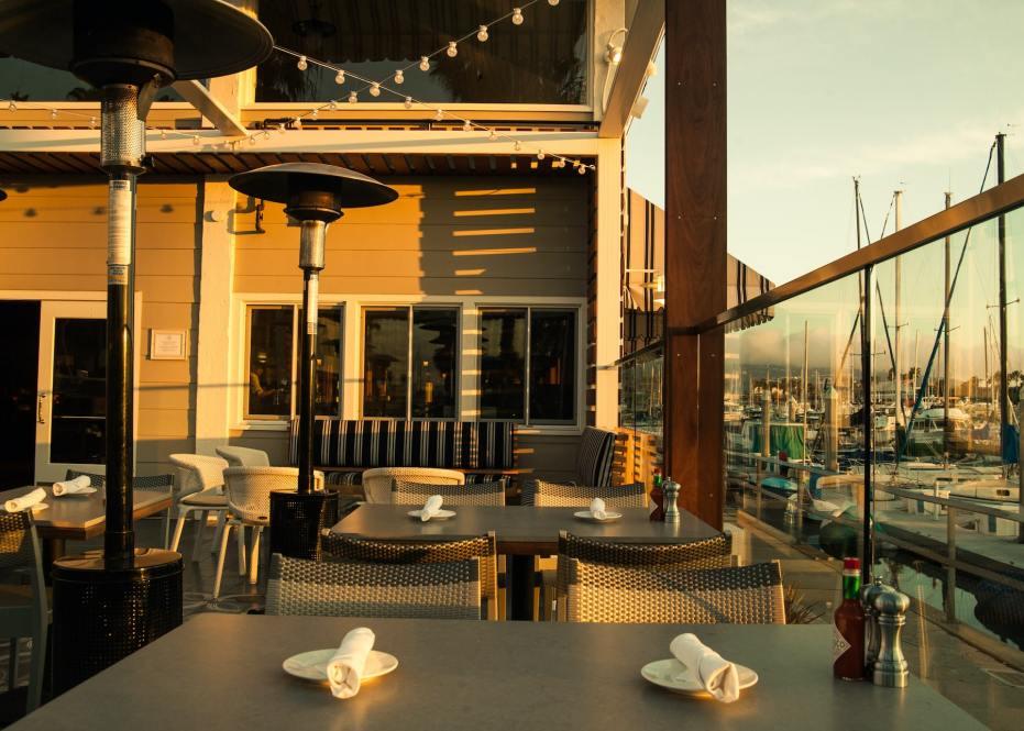 Bluewater Grill Redondo Beach_Sunset Outdoor Dining overlooking King Harbor-min