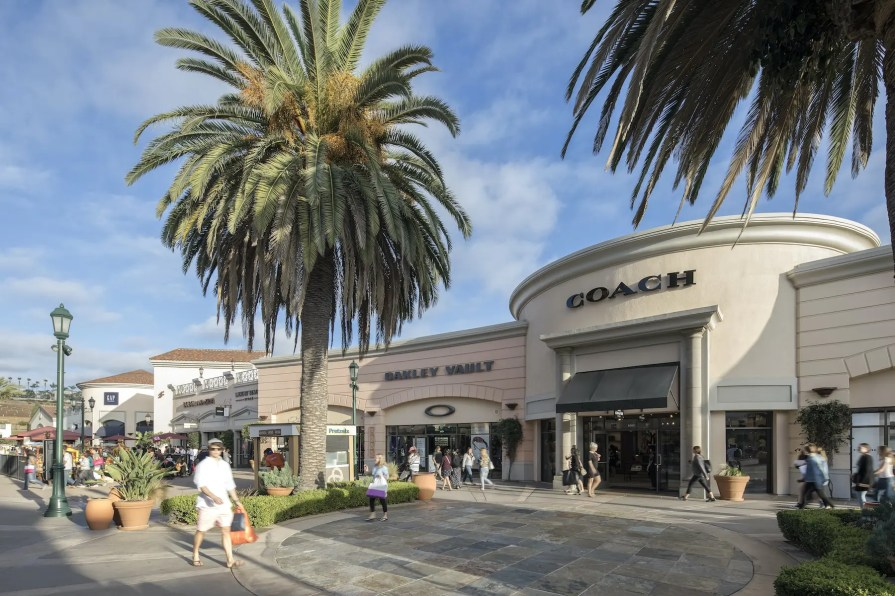 Carlsbad Outlets 7-min