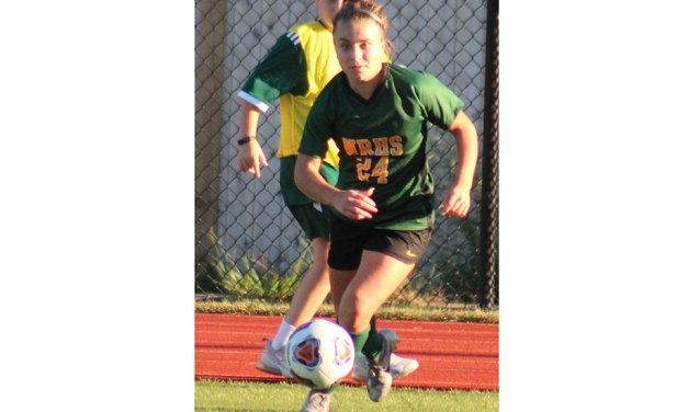 Girls' soccer beats MC, ties Lynnfield