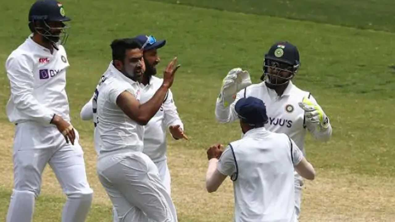 ind vs aus test live score, r ashwin, ravichandran ashwin, M Muralitharan, ind vs aus 2nd test 2020, test match live, india australia test match score, india australia test score, ind vs aus 2nd test scorecard, ind vs aus test score, ind aus test live, live score ind vs aus test, cricket, live score india vs australia test, cricket news, india australia 2nd test match score, hindi cricket news,