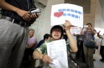 Anger and disbelief from MH370 China relatives over debris - 9