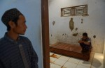 Chaining up mentally ill illegal in Indonesia but many still do it - 14
