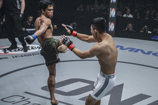 Ramon Gonzales submits Liu De Li Ge Ri Hu in the second round