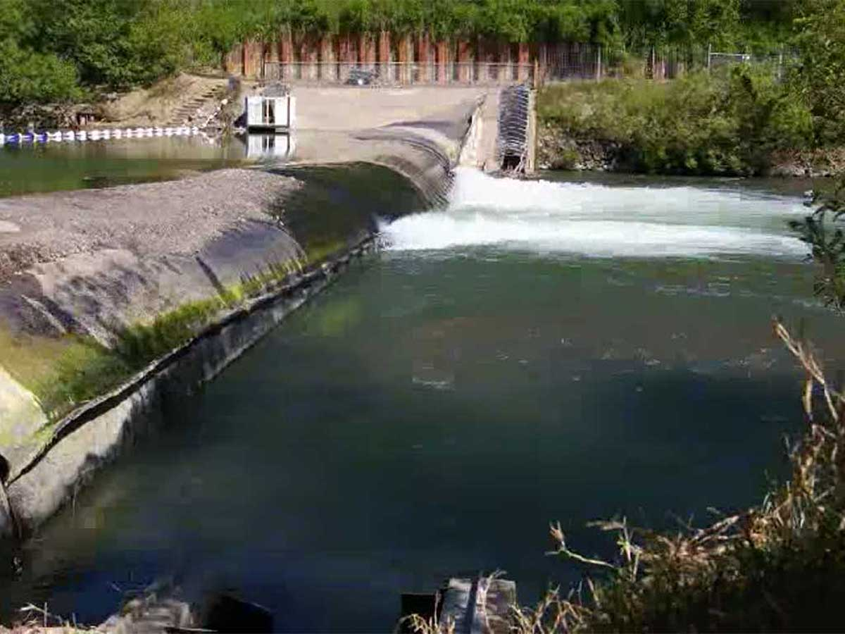Inflatable dam goes up on Russian River as officials foresee drought, water needs