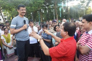 Tukaram Mundhe with Navi Mumbai residents. Picture Courtesy: Vijay Singh/Twitter
