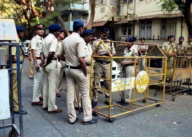 20 locals booked for pelting stones at cops, helping 3 criminals escape from Thane