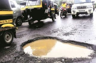 The HC said it was a shame that people were dying even after the civic body had formed a committee to oversee the repair of potholes (Representational Image)