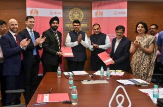 CM Devendra Fadnavis at the MoU signing with Airbnb