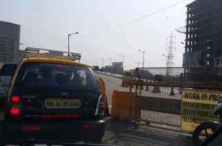 Amar Mahal flyover closed for traffic. Picture Courtesy: Ashutosh Dharmadhika‏