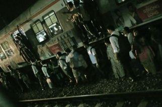 Passengers leaving the train and walking towards Vikhroli station