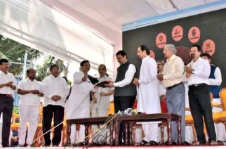 The CM also launched the website of Balasaheb Thackeray Rashtriya Smarak