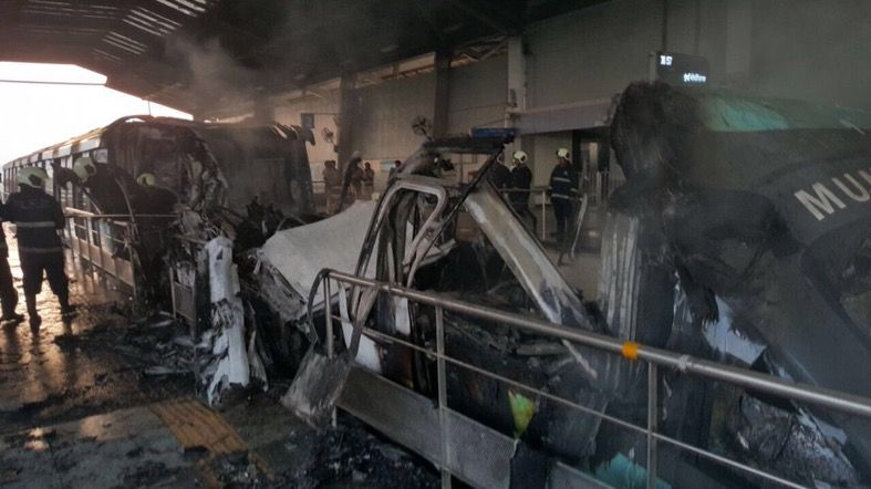 Fire breaks out in Monorail near Chembur: Services affected, no casualties 1