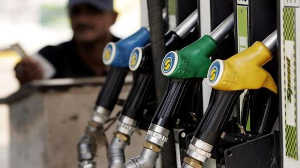 Government cuts excise duty on petrol & diesel by Rs 2, petrol falls to Rs 77.5 in Mumbai