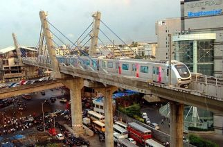 A Mumbai Metro crossing a cable stayed bridge. Picture Courtesy: MMRDA