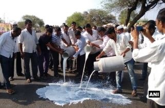 Farmers spill milk on highway in Ahmednagar, Maharashtra after loan waiver talks fail. Picture Courtesy: ANI