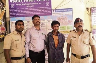The accused, Mahendra Pal with police officers. (Photo: Afternoon DC)
