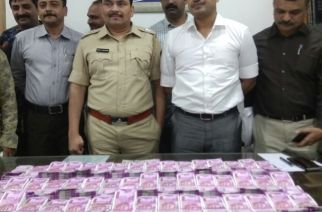 Thane police with the seized currency