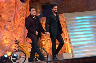 Salman and Shah Rukh at the award show