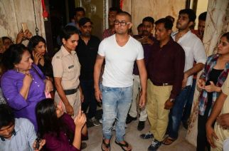 Sonu Nigam responds to fatwa by shaving off his head. Picture Courtesy: Cameraa.in