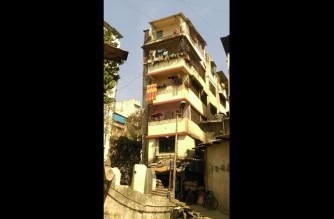 Savera Apartments in Thane developed cracks. Picture Courtesy: Arun Chaudhary