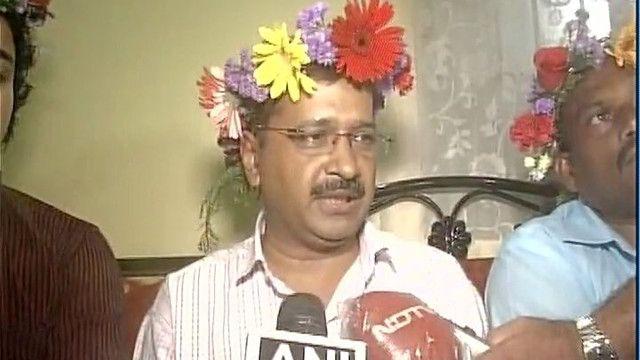 Twitter mocks Kejriwal's floral tiara