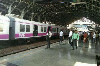 WR's Bandra station plartform