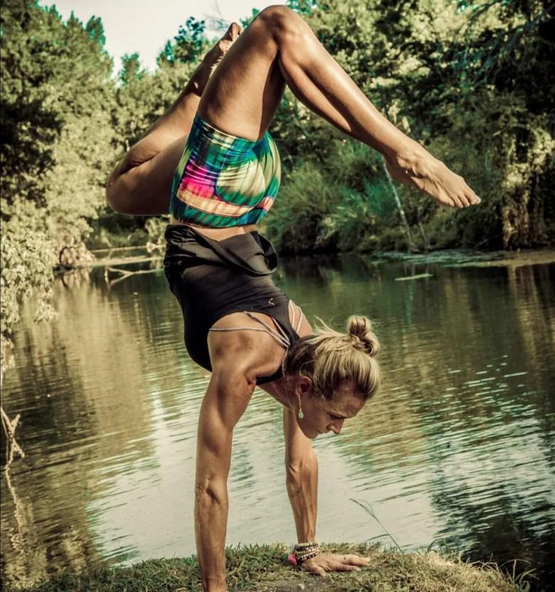 leslie storms yoga plano