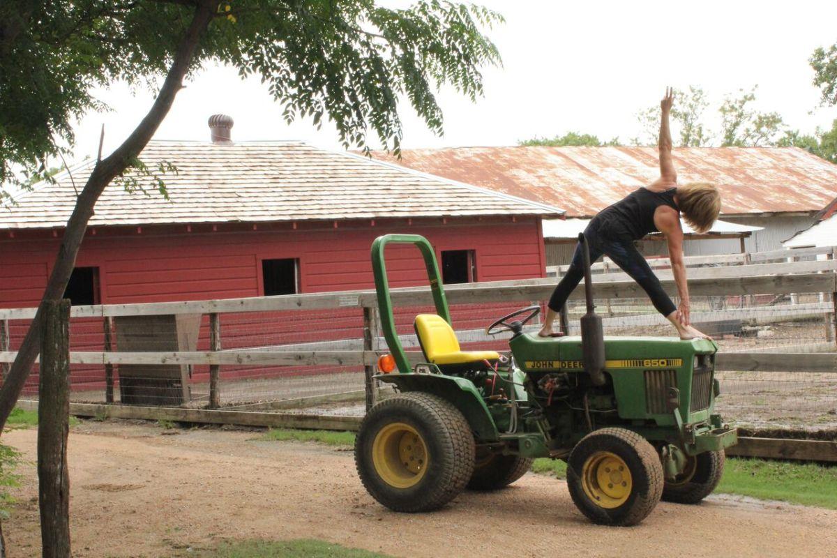 yoga heritage farmstead tractor