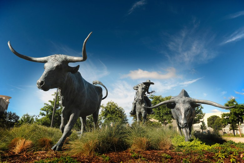 longhorn statue, the shops at legacy, plano