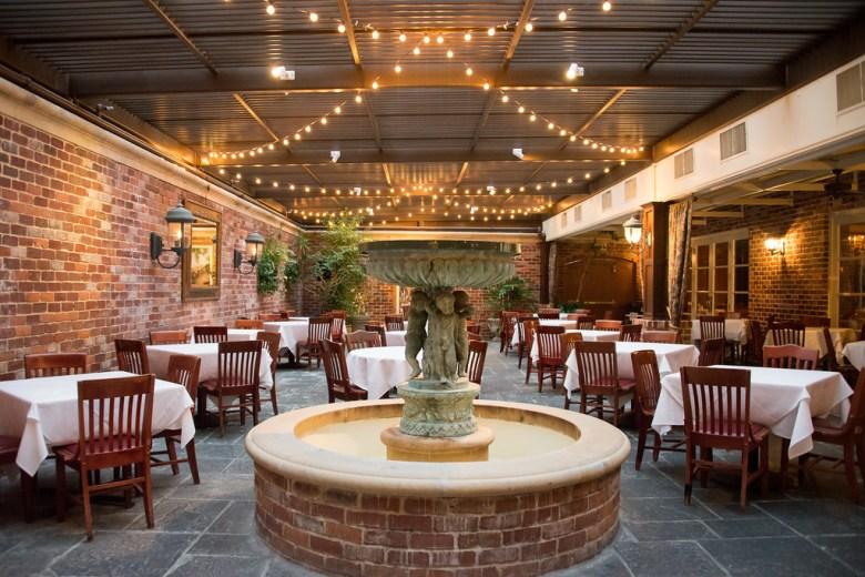 ii forks steakhouse, dallas, courtyard