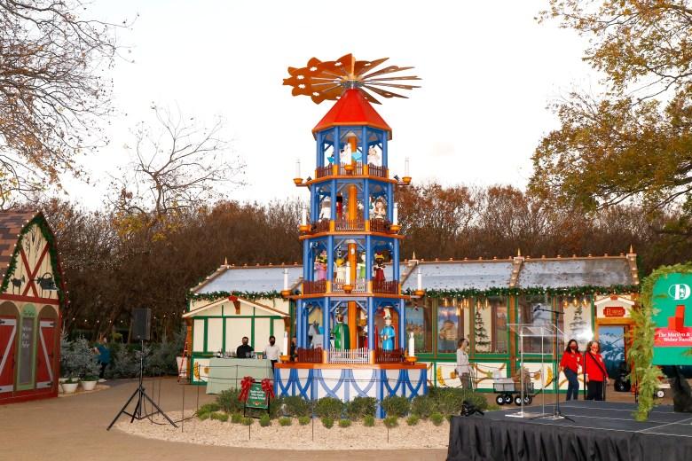 dallas arboretum christmas pyramid