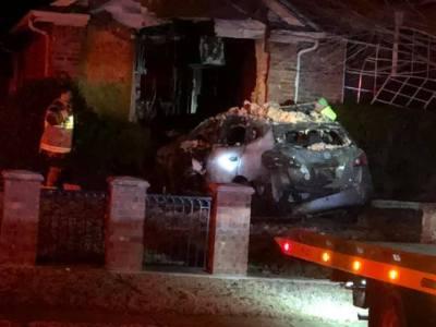 Murphy car hits house