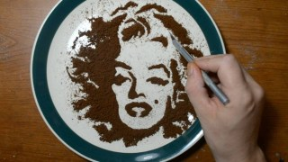 Video: How to Draw Marylin Monroe with Coffee Grounds