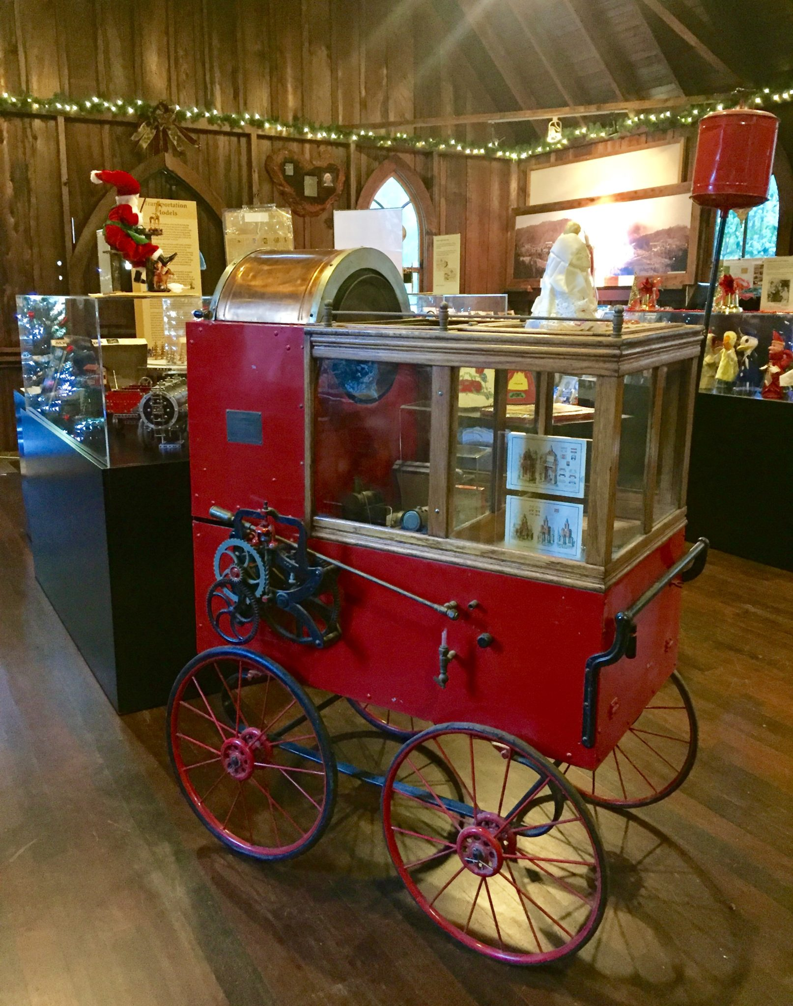 Nickel mint popcorn and peanut wagon, at the San Lorenzo Valley Museum.