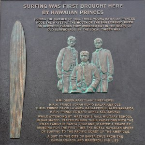 Plaque dedicated to the Hawaiian princes who brought surfing to Santa Cruz in 1885.
