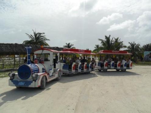 Tren hacia los hoteles, Cayo Largo, Cuba