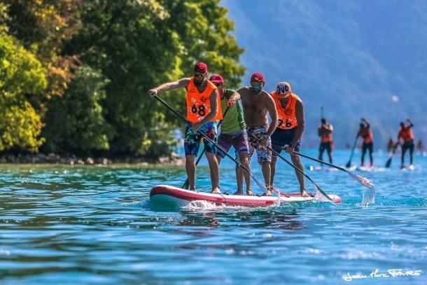 activités paddle à 4 au NCY SUP lac d'Annecy (Red Paddle Dragon)