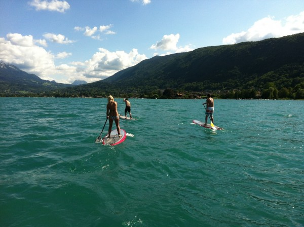 Downwind en stand up paddle sur le lac d'Annecy