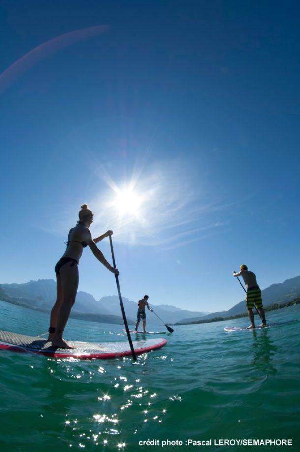 paddle en été sur le lac d'annecy